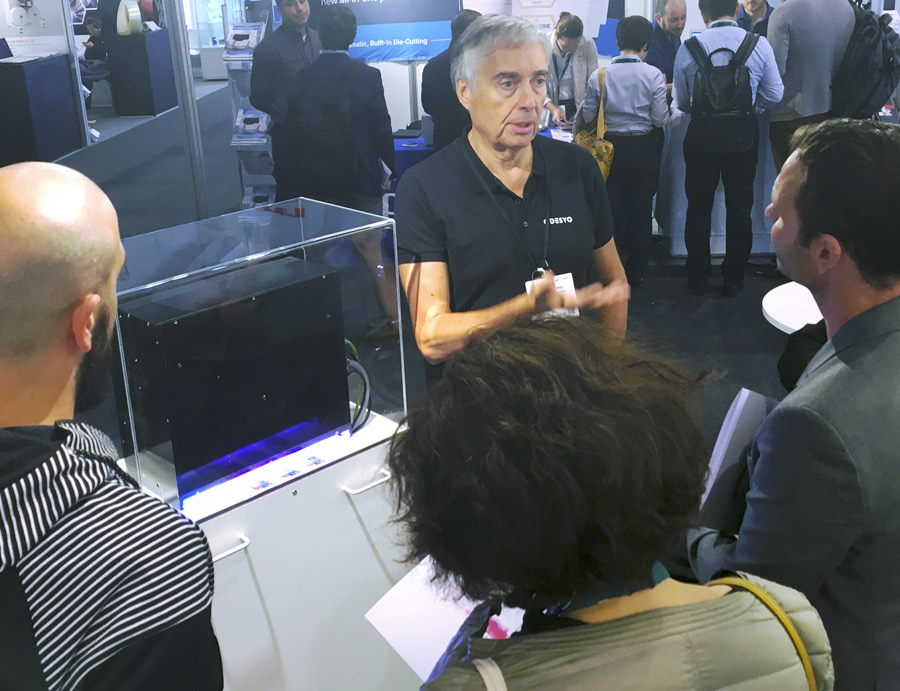 Odesyo team explaining the major differences between Smijet and the competitors color controllers